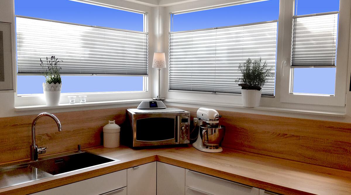 plissee schrge finest plissee jalousie u fenster plissee standard plissee ohne bohren with. Black Bedroom Furniture Sets. Home Design Ideas